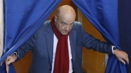Je prineskoro. Juppé kritizovaného Fillona vo voľbách nenahradí