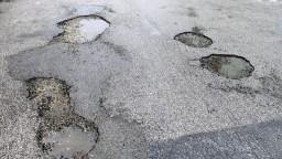 Krahule žiadajú opravu cesty, župa na výzvy starostu nereaguje