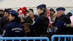 Maďarsko sprísnilo zákon voči migrantom, obmedzilo ich pohyb