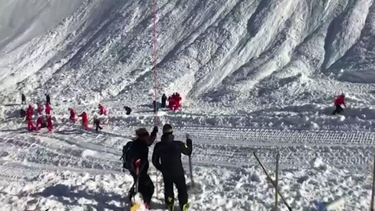 Na plnú zjazdovku spadla lavína, lyžiari mali šťastie