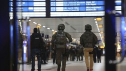 Na hlavnej stanici v Düsseldorfe zaútočil na ľudí muž so sekerou