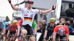 Piatu etapu pretekov Paríž - Nice ovládol nemecký cyklista