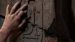 V chudobnej štvrti našli obrovskú sochu egyptského faraóna