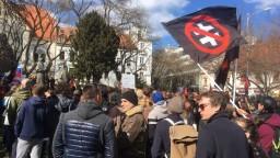 Vyše tisíc ľudí sa v Bratislave zúčastnilo na antifašistickej demonštrácii