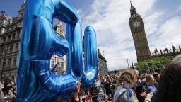 Británia môže oficiálne spustiť Brexit, zákon prešiel parlamentom