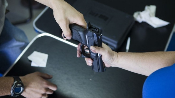 Európsky parlament schválil prísnejšiu kontrolu strelných zbraní