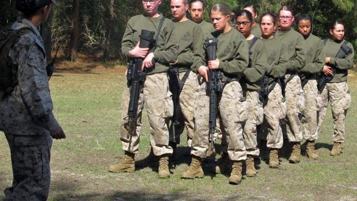 Vojaci zdieľali fotografie nahých kolegýň z amerického námorníctva