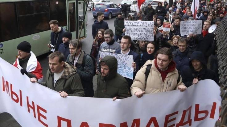 Proti Lukašenkovi sa zdvihol najväčší odpor za posledné roky