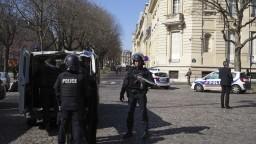V pobočke MMF explodovala listová bomba, zranila jednu osobu