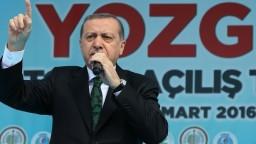 Turci hrozia vypovedaním migračnej dohody, Úniu chce ochrániť Orbán