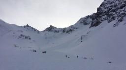 Pád lavín v tirolských Alpách si vyžiadal životy horolezcov