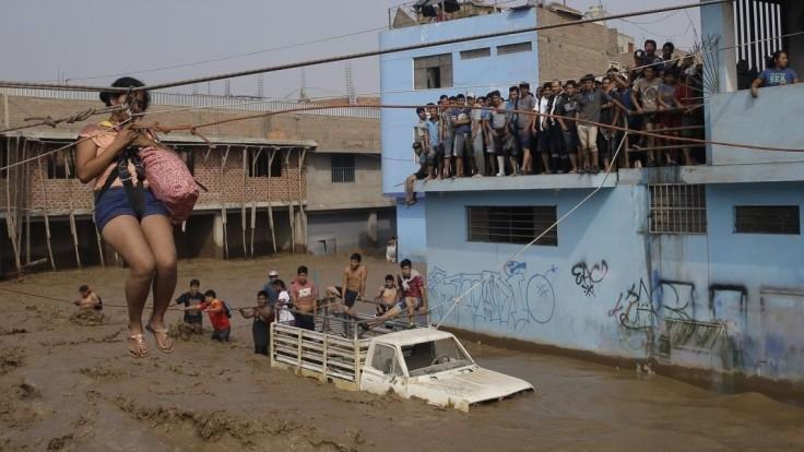 Peru trápia nezvyčajné dažde a zosuvy pôdy, vyžiadali si desiatky obetí