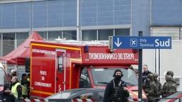 Na parížskom letisku sa strieľalo, terminál museli evakuovať