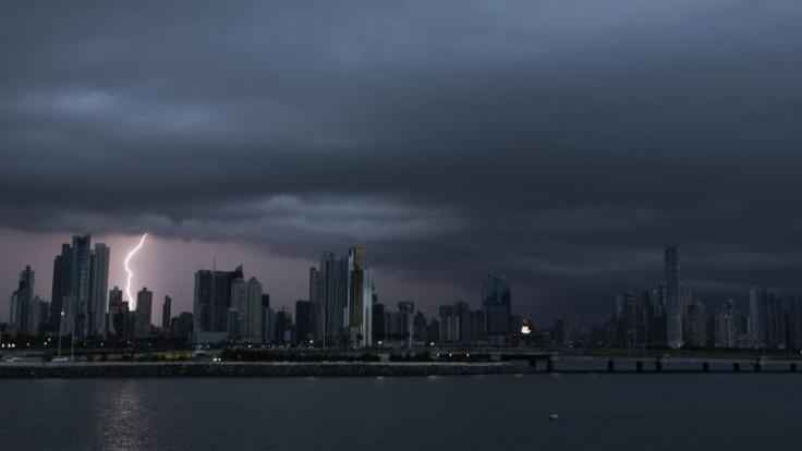 Panama sa ponorila do tmy, blackout spôsobila séria výbuchov