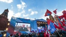 Rusko si pripomína výročie pripojenia Krymu, západ referendum odmieta