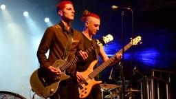 Na koncerte slovenskej kapely vybuchla pyrotechnika, poranila šesť ľudí