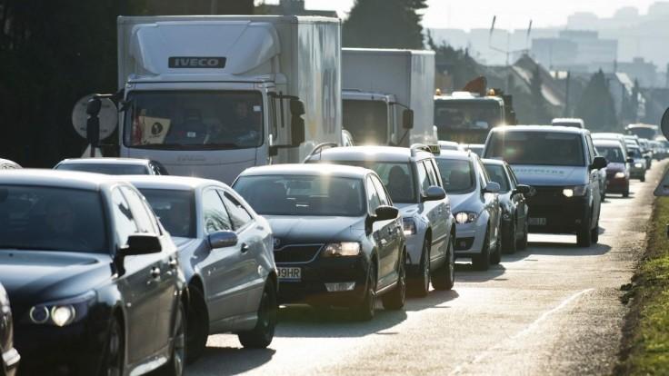 Vyzbrojte sa trpezlivosťou, dopravu na D1 počas rannej špičky obmedzia