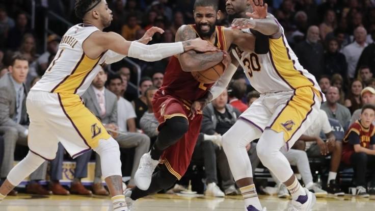 NBA: Cleveland si upevnil pozíciu lídra, mužstvo potiahol Irving