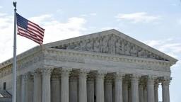 Najvyšší súd vypočuje Trumpovho kandidáta, demokrati majú výhrady