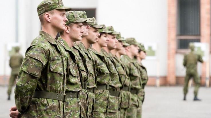 Prvých dobrovoľníkov vycvičia v máji, armádu posilní 40 ľudí