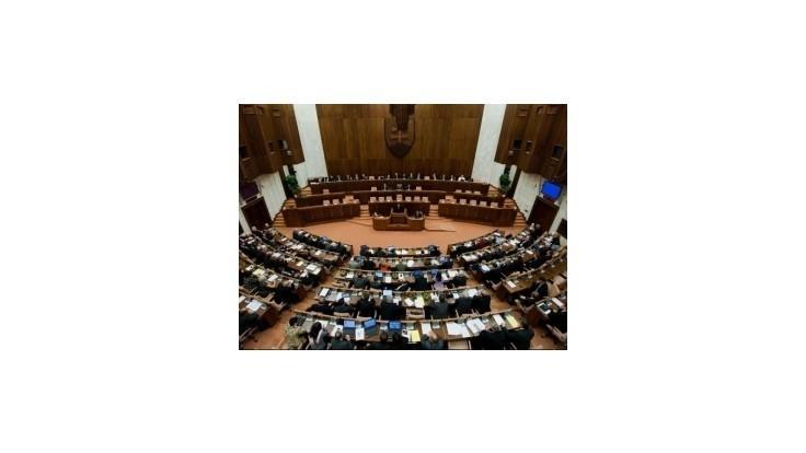 Smer zvažuje zníženie počtu poslancov NRSR