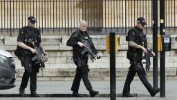 Pri raziách po teroristickom útoku v Londýne zatýkali ľudí