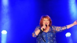 Speváčka Věra Špinarová skolabovala na koncerte, je vo vážnom stave