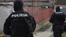 Údajný člen zločineckej skupiny sa prihlásil na polícii. Pátrajú po ďalších mužoch z gangu