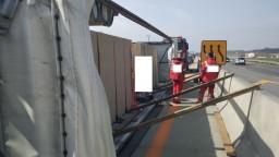 Prevrátené nákladné auto na D1 z Bratislavy do Trnavy skomplikovalo dopravu