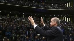Turecko po referende prehodnotí migračnú dohodu s EÚ, tvrdí Erdogan