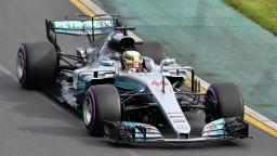 Na úvodných tréningoch F1 viedol tím Mercedesu