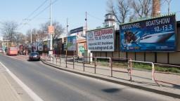 Bratislavu trápi vizuálny smog. Mesto chce sprísniť kritériá