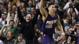 Booker zažiaril 70 bodmi, neodvrátil však prehru Suns v Bostone