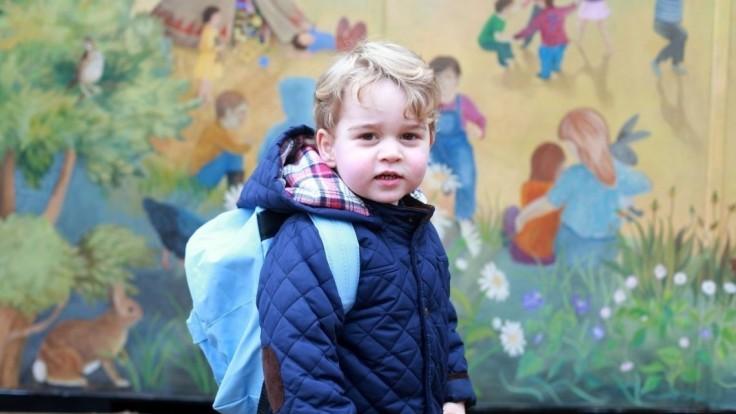 Nemá ani štyri roky a už ho čakajú prvé povinnosti, princ ide do školy