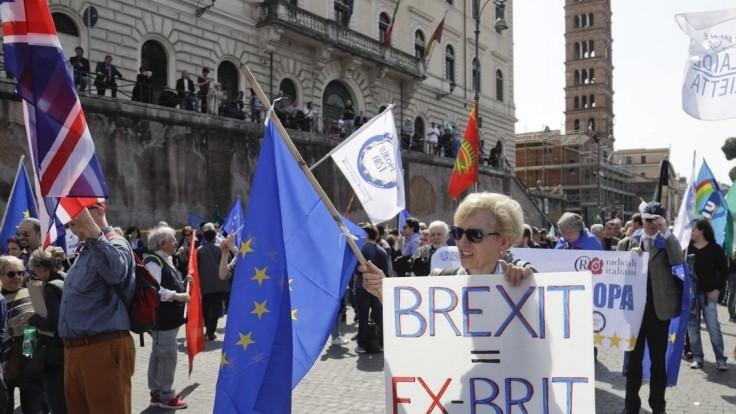 Potrebujeme Spojené štáty európske, zaznelo na pochode priaznivcov EÚ