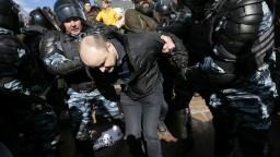 Po celom Rusku sa konali protesty proti vláde, lídra opozície zatkli