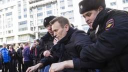 Líder ruskej opozície pôjde do väzenia, súd mu udelil aj pokutu