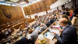 Poslanci posunuli zrušenie Mečiarových amnestií do druhého čítania