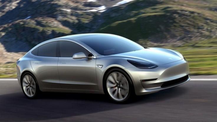 Elon Musk predviedol Teslu Model 3 v krátkom videu
