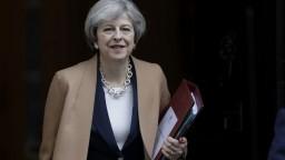 Mayová štartuje Brexit, telefonovala s Tuskom i Junckerom