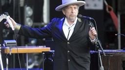 Bob Dylan si mesiace po udelení predsa len preberie Nobelovu cenu