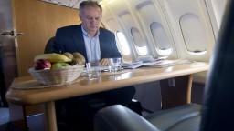 Prezidenta Kisku kritizujú za údajné súkromné lety za státisíce eur