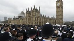 V Londýne si uctili obete útoku spred britského parlamentu