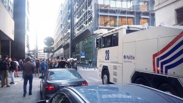Pred tureckým konzulátom v Bruseli pobodali niekoľko Kurdov