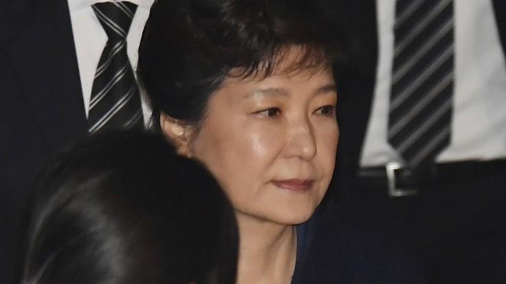 Zosadená juhokórejská prezidentka skončila v rukách polície