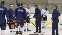 Našich hokejových reprezentantov na bratislavskom ľade pribúda