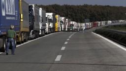 Ľudí zo Sučian trápi prach z frekventovanej premávky kamiónov