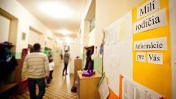 Na školách sú podľa Petráka aj učitelia, ktorí žiakov podnecujú k extrémizmu