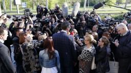 Srbské voľby podľa odhadov vyhral premiér, prekvapil satirický kandidát