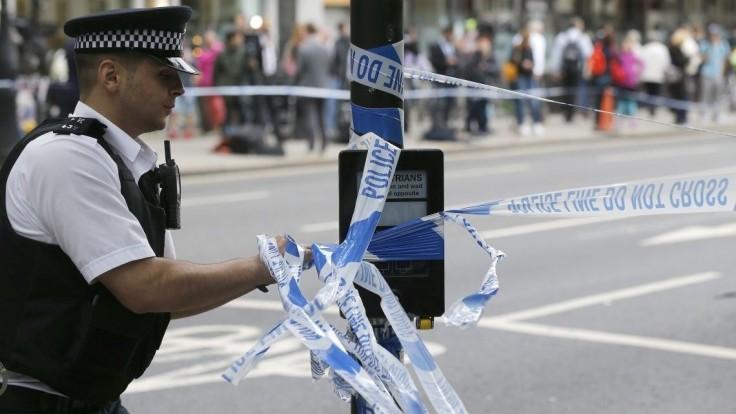 Mladí ľudia v Londýne brutálne napadli žiadateľa o azyl
